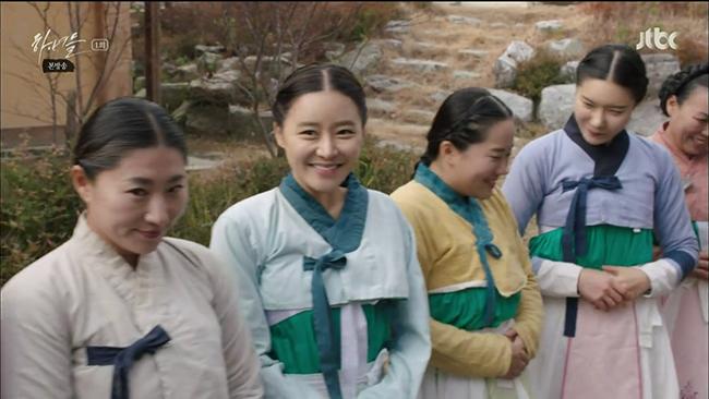 Hanyeodeul-Costumes-2-650