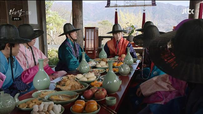 Hanyeodeul-Costumes-4-650
